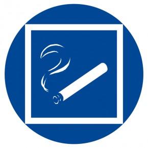 Rauchen im Bereich gestattet - Gebotsschild
