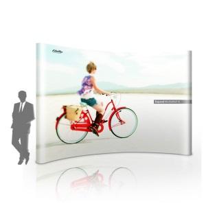Faltdisplay Expand media wall -Kleinere Messewand, gebogen aufgestellt - Motiv Fahrradfahrer vor weißem Hintergrund