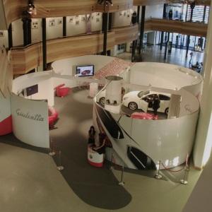 Aufnahme eines ISOframe exhibit messestands - Ansicht aus leicht erhöhter Position