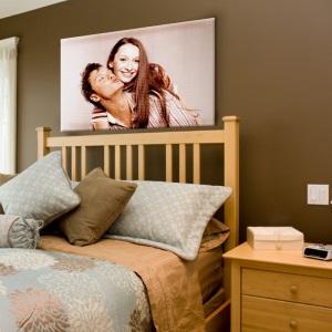 Foto eines Pärchens 800 x 800 auf Leinwand gedruckt über einem Bett aufgehängt